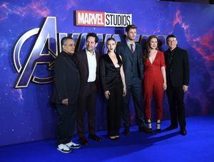 En la imagen, el director estadounidense Joe Russo, el actor estadounidense Paul Rudd, la actriz estadounidense Scarlett Johansson, el actor australiano Chris Hemsworth, el productor Trinh Tran y el director Anthony Russo de la película 'Avengers: Endgame'.