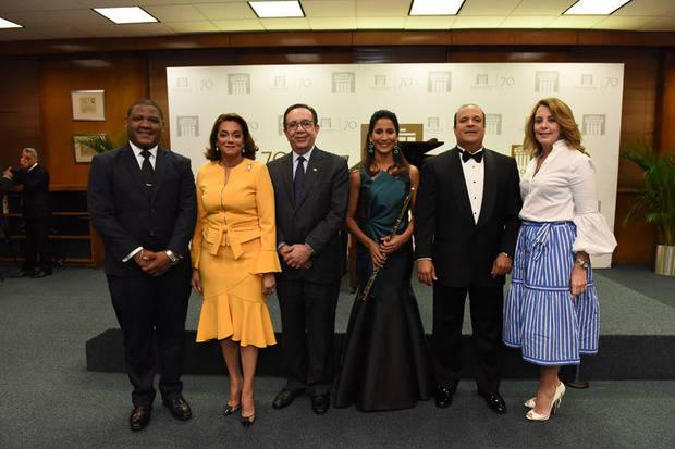Omar Ubrí Ramos, Fiordaliza Martínez del Valdez, Héctor Valdez Albizu, Evelyn Peña Comas, Enrique Pina y Clarissa de la Rocha de Torres.