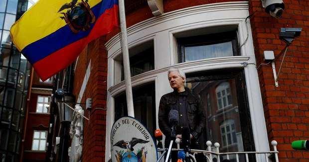 Ecuador vuelve a advertir a Assange: Nadie está 'por encima de la ley'