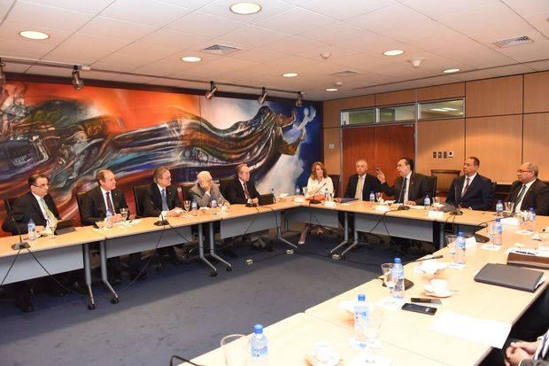 Autoridad monetaria y financiera se reúne con bancos múltiples