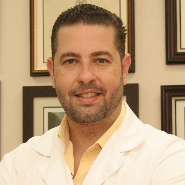 Doctor Báez: 12 de 15 provincias están en meseta y desaceleración de contagio