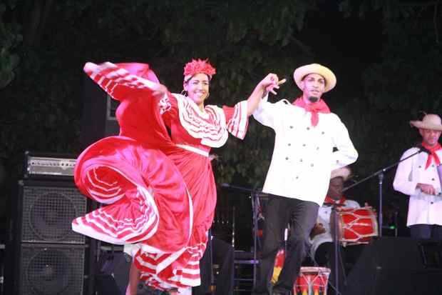 """Dominicanos disfrutan de su Ciudad Colonial en """"Noche larga de los museos"""""""