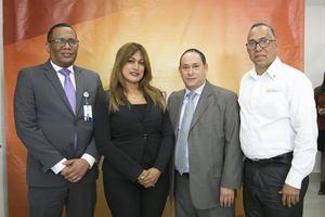 Henry Ruiz, representantes BanReservas, Ines Alvarez, Francisco Polo y Pablo Jiménez.