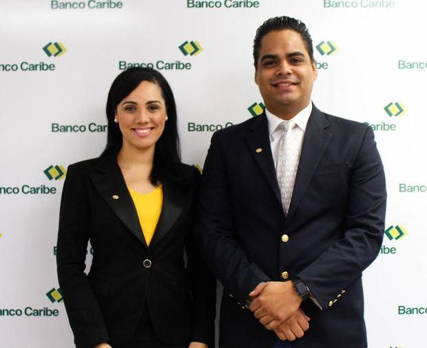 Xiomy Ramírez y Virgilio Almanzar, gerentes de Banco Caribe.