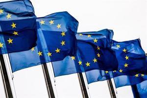 Banderas de la Unión Europea (UE) ondean a las puertas de la Comisión Europea en Bruselas (Bélgica).