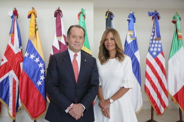 Juan Carlos Escotet y María Clara Alviárez.