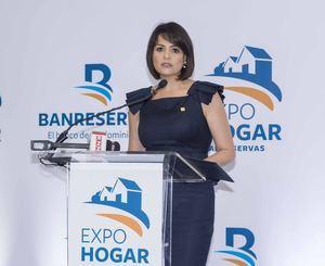 Mirjan Abre, directora general de Negocios Personales Banreservas, habla en la inauguración de ExpoHogar, en la Torre de la entidad.