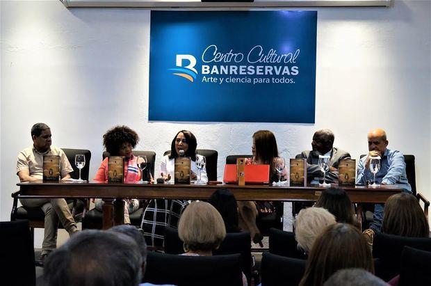 La mesa principal del acto de puesta en circulación del Féliz Franco, en el Centro Cultural Banreservas.