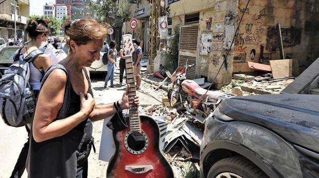 Beirut, dolor e indignación entre la destrucción y los vidrios rotos.