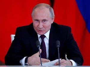 El presidente ruso, Vladímir Putin, se reúne este jueves con los máximos responsables de las principales agencias de noticias del mundo para analizar la situación internacional en el marco del Foro Económico Internacional de San Petersburgo, en Rusia.