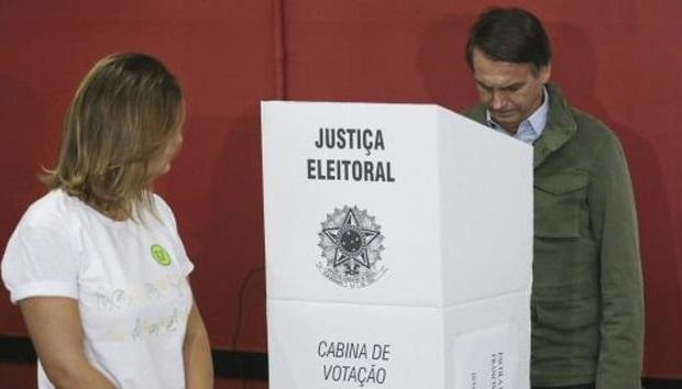 Bolsonaro vota bajo estrictas medidas de seguridad y evita a la prensa