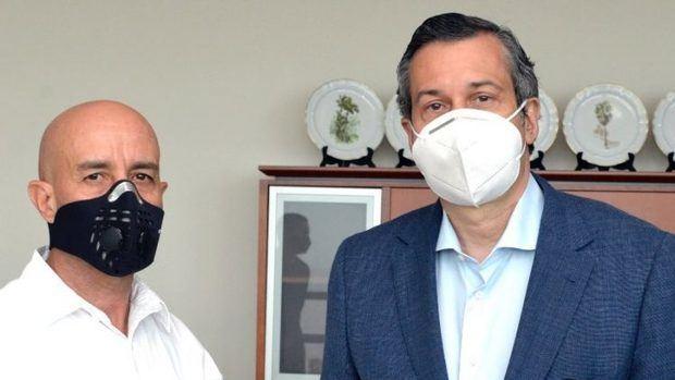 Gerónimo Abreu, encargado del Programa del Fuego a quien agradeció la rápida respuesta a los eventos registrados, junto al Ministro de medio Ambiente Orlando Jorge Mera.
