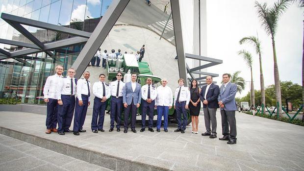 Martí recibe visita del jefe del cuerpo de bomberos de Santo Domingo