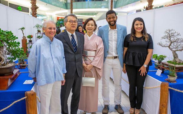 Doña Pirigua Bonetti, Hiroyuki Makiuchi, Makiko Makiuchi, Robert Sandro Rivera y Laura Ruiz.