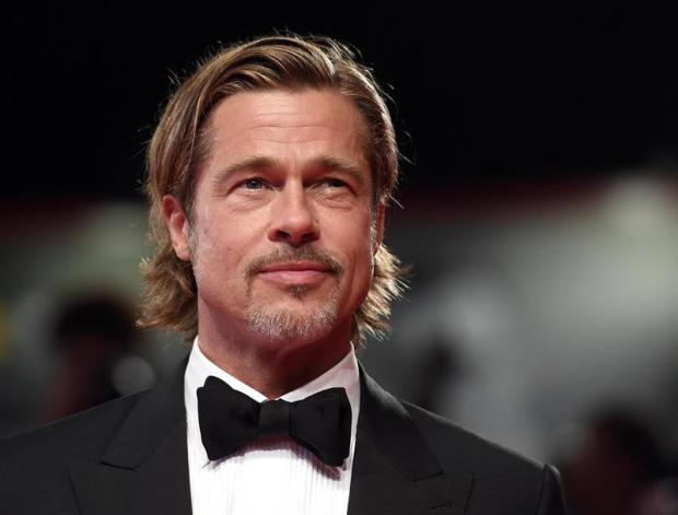 Brad Pitt causa furor en la alfombra roja de Venecia