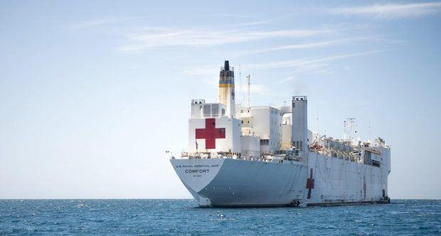 El buque hospital USN Comfort (T-AH 20).