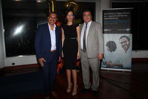Luis Morillo, Director comercial CEO Consultoría; los esposos Haydée Ramírez y Dusan Piña, Directores de la revista contacto RD.
