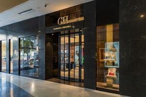 Como parte de un plan estratégico a largo plazo, CH Carolina Herrera ha abierto tiendas en toda Europa, América, Medio Oriente y Asia.