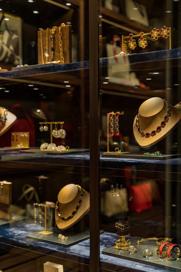 Una colección de accesorios con especial atención al detalle se presenta en una gran variedad de estilos, tamaños y colores.