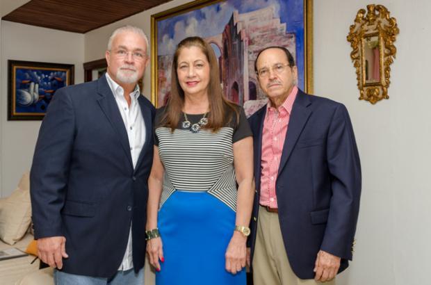 Peter Garrido, Violeta de Valera y Bolivar Lopez.