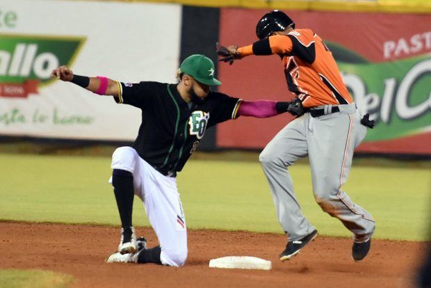 Cubano Maya coloca Estrellas a un paso de la corona en béisbol dominicano