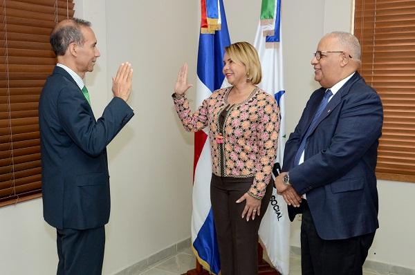 CNSS juramenta representante del sector Profesionales y Técnicos