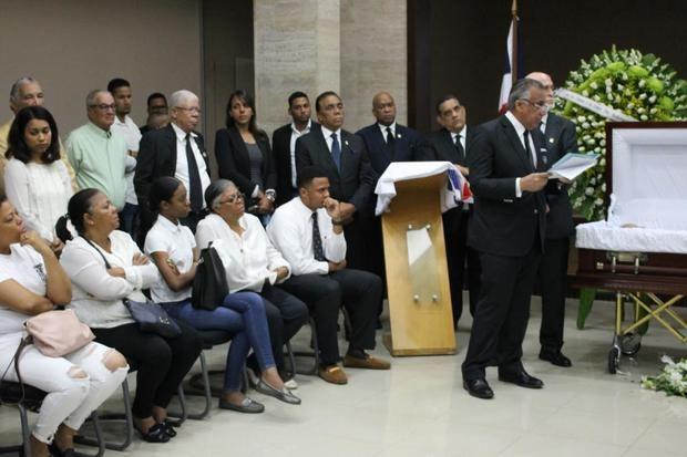 Luis Mejía Oviedo, Presidente COD dando unas palabras de despedida a Nelly Manuel Doñé.