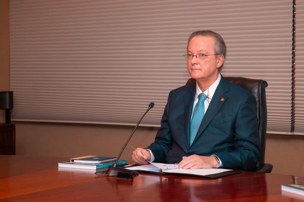 El presidente del Consejo de Administración de Grupo Popular, señor Manuel A. Grullón, dirigiéndose a los accionistas del Grupo Popular, elogió el esfuerzo realizado por las múltiples filiales del grupo durante el año 2020 frente a los desafíos presentados por la pandemia.