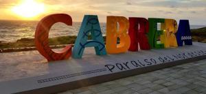 Letrero de bienvvenida a Cabrera.