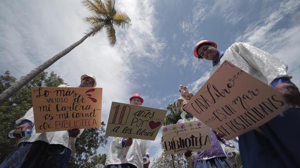 Vicepresidencia celebra diez años de la BIJRD con caminata por amor a los libros