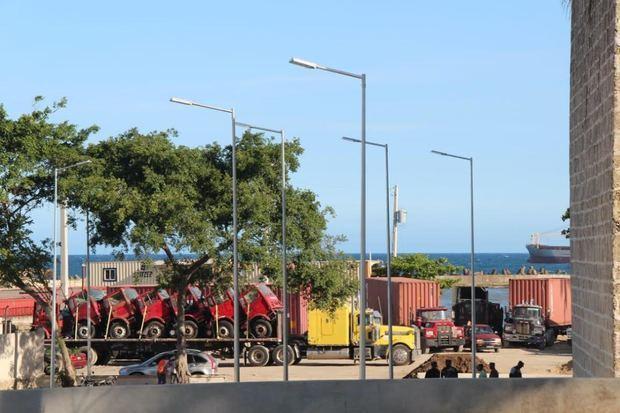 Quedó liberado de camiones y furgones toda el área de parqueo y playa adyacente al Monumento *Fray Antón de Montesinos.