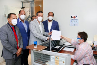 Director de finanzas y gestión de recursos de la campaña de Abinader, Samuel Pereyra Rojas junto a otros miembros del partido PRM.