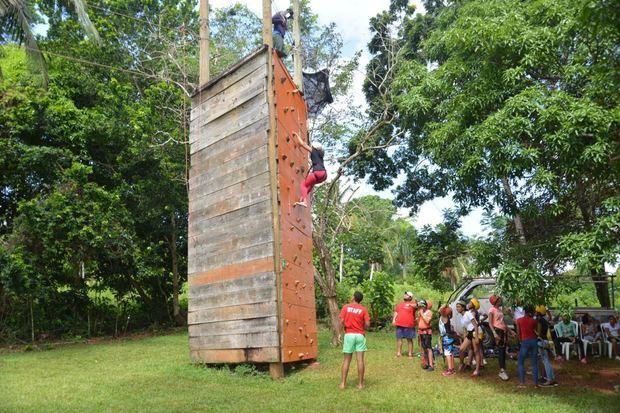 Otra de las actividades del campamento de verano en Campo Aventura de Camotillo.