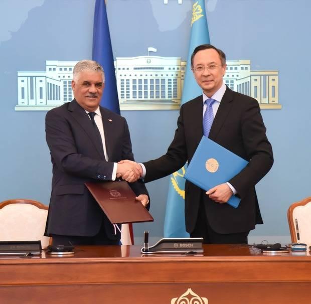 Canciller Miguel Vargas expone al Primer Ministro Kazako la importancia de invertir en RD