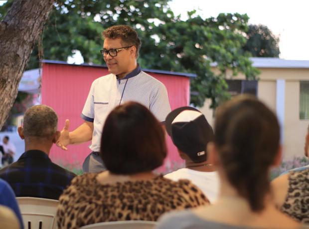 Carlos Peña llama a firma de pacto nacional proteja las familias dominicanas