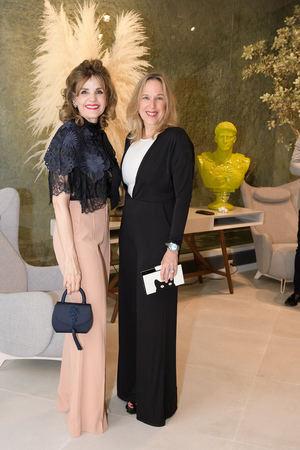 Carmen Vicens y Almita Copello.