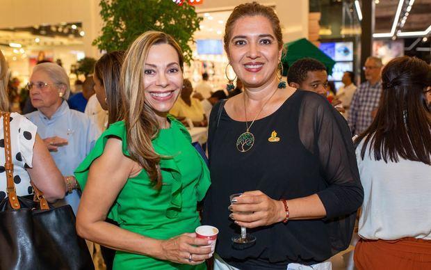Carmiña Ortiz y Viviana Paredes.