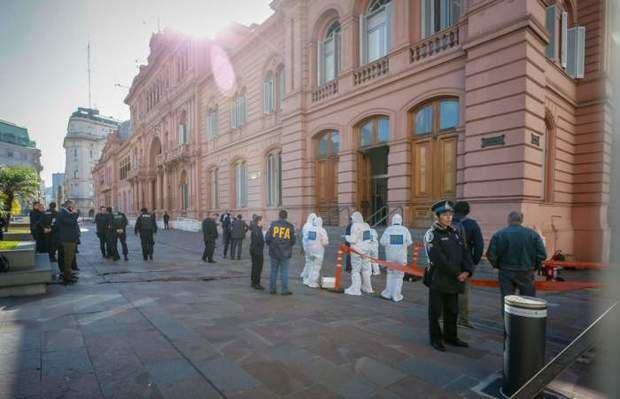 Policía argentina trabaja en la Casa Rosada y Cámara de Diputados tras recibir amenazas de bombas.
