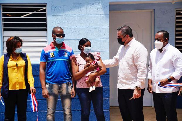 Propeep entrega diez casas a familias de escasos recursos en Chirino de Monte Planta.
