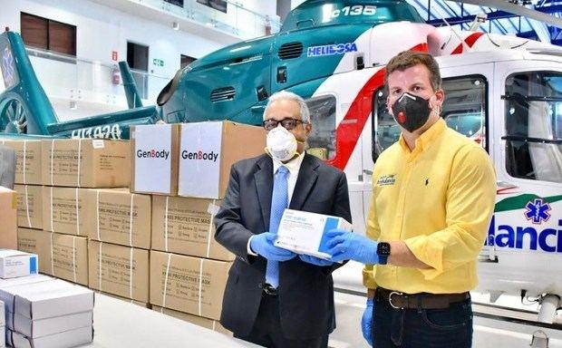 Castillo dona 45,000 mascarillas y 10,000 guantes a Salud Pública