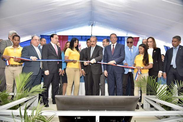 Medina entrega 5 centros educativos y tres estancias infantiles en Santiago