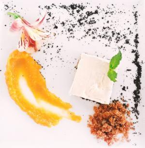 Cheescake de coco con mermelada de mango de La Cie?nega.