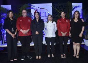 aola Pérez, Luigi Puello, Luanda Bello, Diana Munné, Nicole Baba y Ana Lebrón.