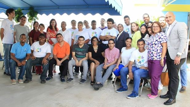 Odile Villavizar junto al equipo de la Fundación Manos Unidas.