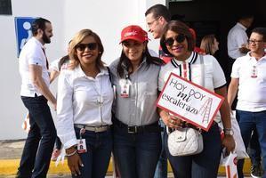 Ivonne Vásquez, Oscares Troncoso y Rosanna Vásquez.