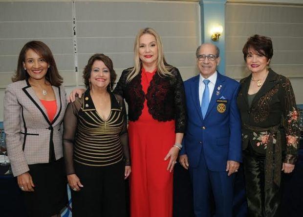 Gobernador Rotario Distrito 4060 juramentó a Jatnna Tavárez y Delores Sánchez