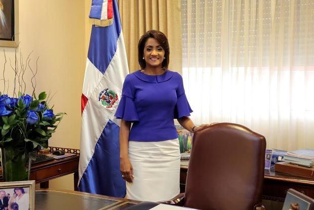Cándida Montilla de Medina felicita a los padres y exalta su condición de referente moral y social