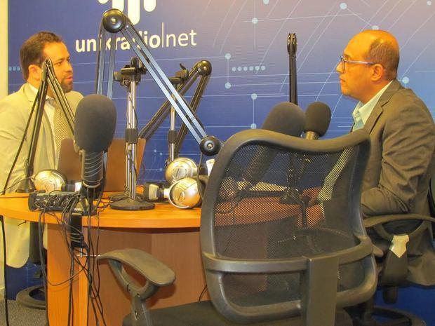 Giacomo Traverso, vocero del Clúster, durante entrevista en el programa radial, Conexión RSE, que produce y conduce el periodista Tony Arias Gil, por Unikradio.net.