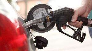 Bajan los precios de todos los combustibles.