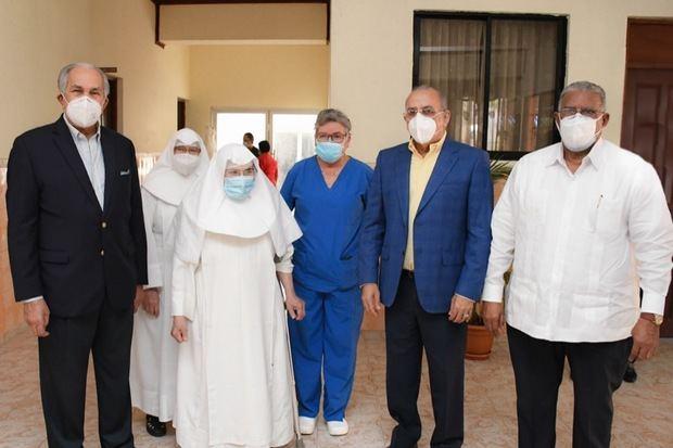 Ministro de Salud y director de Conape encabezan jornada de vacunas para Envejecientes.
